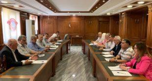 اجتماع اعضاء مجلس الشعب مع السيد رئيس غرفة التجارة بحضور السيد رئيس غرفة سياحة المنطقة الشمالية طلال خضير